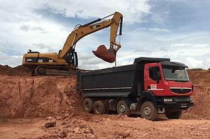 HRF Madagascar : Location de pelle et camions bennes à Antananarivo (Tana) , MADAGASCAR.