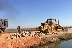 HRF Madagascar : Location niveleuse et camion benne à Antananarivo (Tana) , MADAGASCAR.