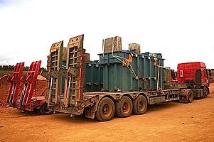 HRF Madagascar - Transport d'un transformateur par porte-char.