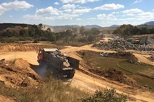 HRF Madagascar : Location camion benne carriéres à Antananarivo (Tana) , MADAGASCAR.