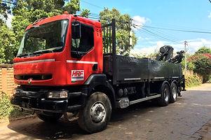 HRF Madagascar : Location de camions plateau ridelles à grue à Antananarivo (Tana) , MADAGASCAR.