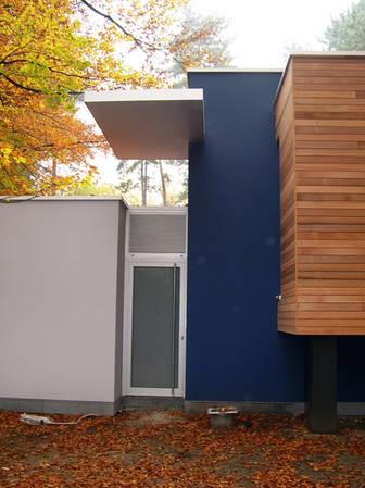 Ingrijpende energetsiche renovatie split level ceder beplanking sierpleister sto zwevend terras bamboe buitentrap