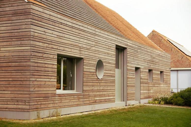Ingrijpende energetische renovatie thermowood tentoonstellingsruimte langgevelboerderij