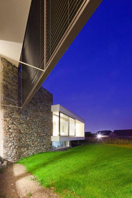 passieve woning passief huis   natuursteen stapelblokken bepleistering zonwering jaloezien