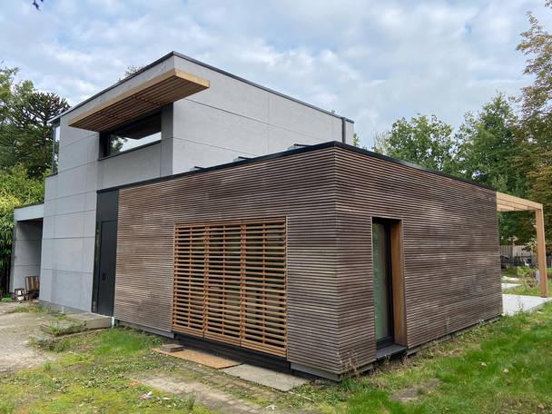 Ingrijpende energetische renovatie thermowood eternit zonwering jaloezien industrieel pergola siberische larix