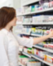 Menina em Farmácia