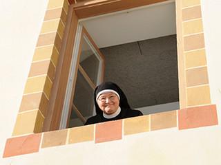 Die Schwestern bitten um Hilfe... Helferinnen und Helfer gesucht