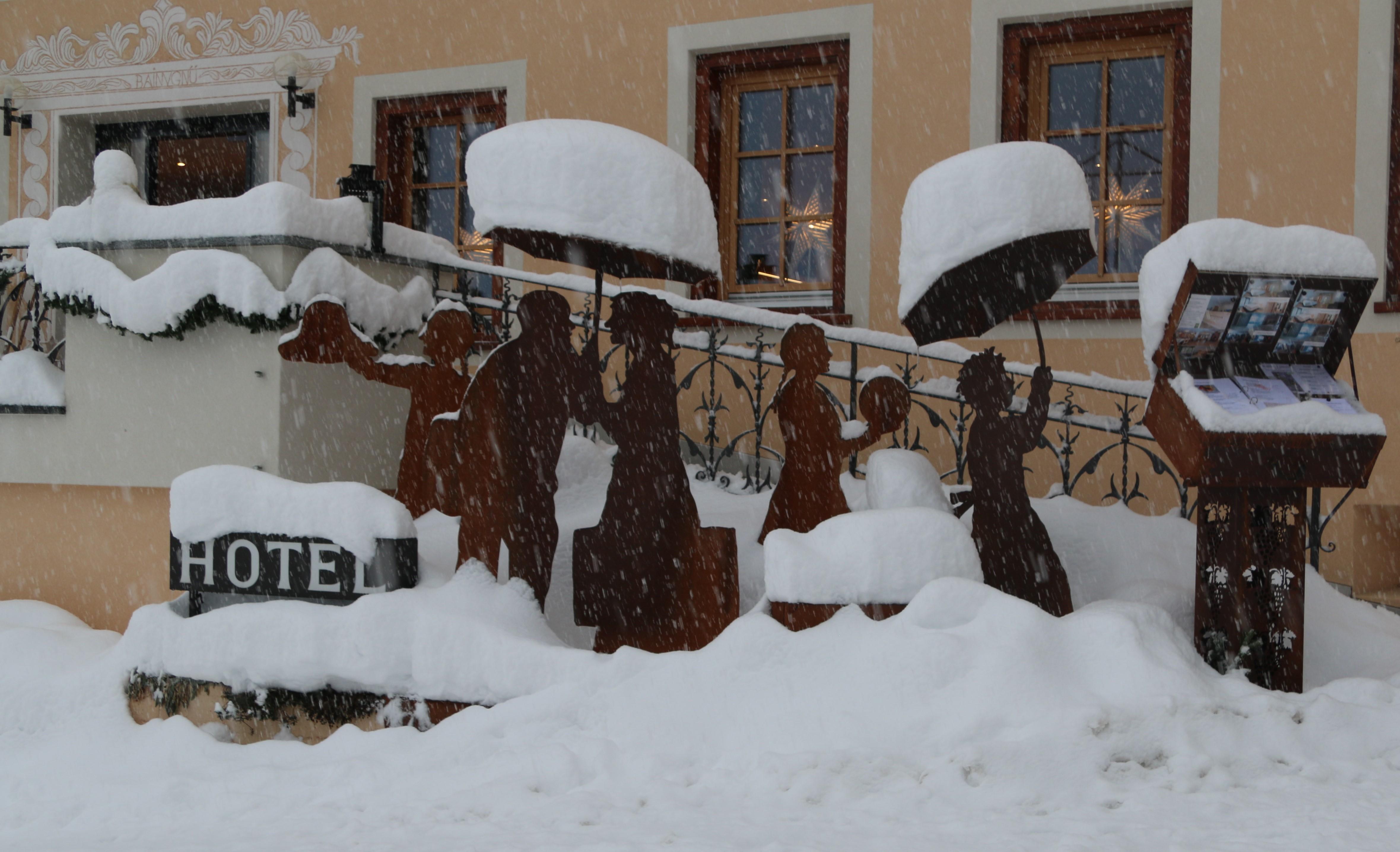 Figuren im Schnee