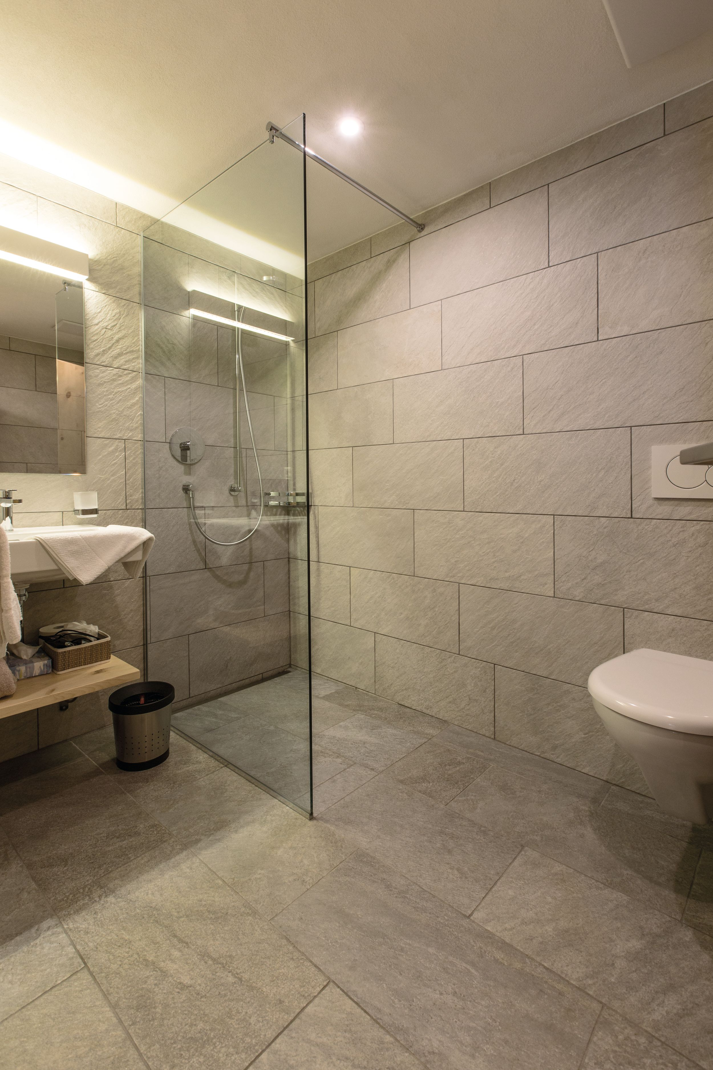 Hotel_Helvetia_Müstair_Nasszellen