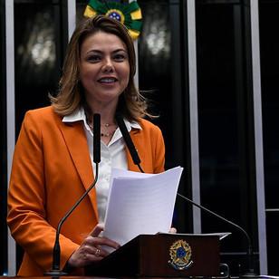 Senadora apresenta emendas da Conacate para a PEC 186
