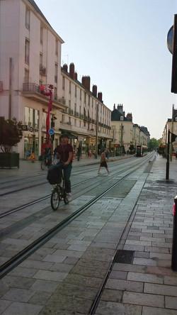 rue nationale pour vélos, piétons et tram