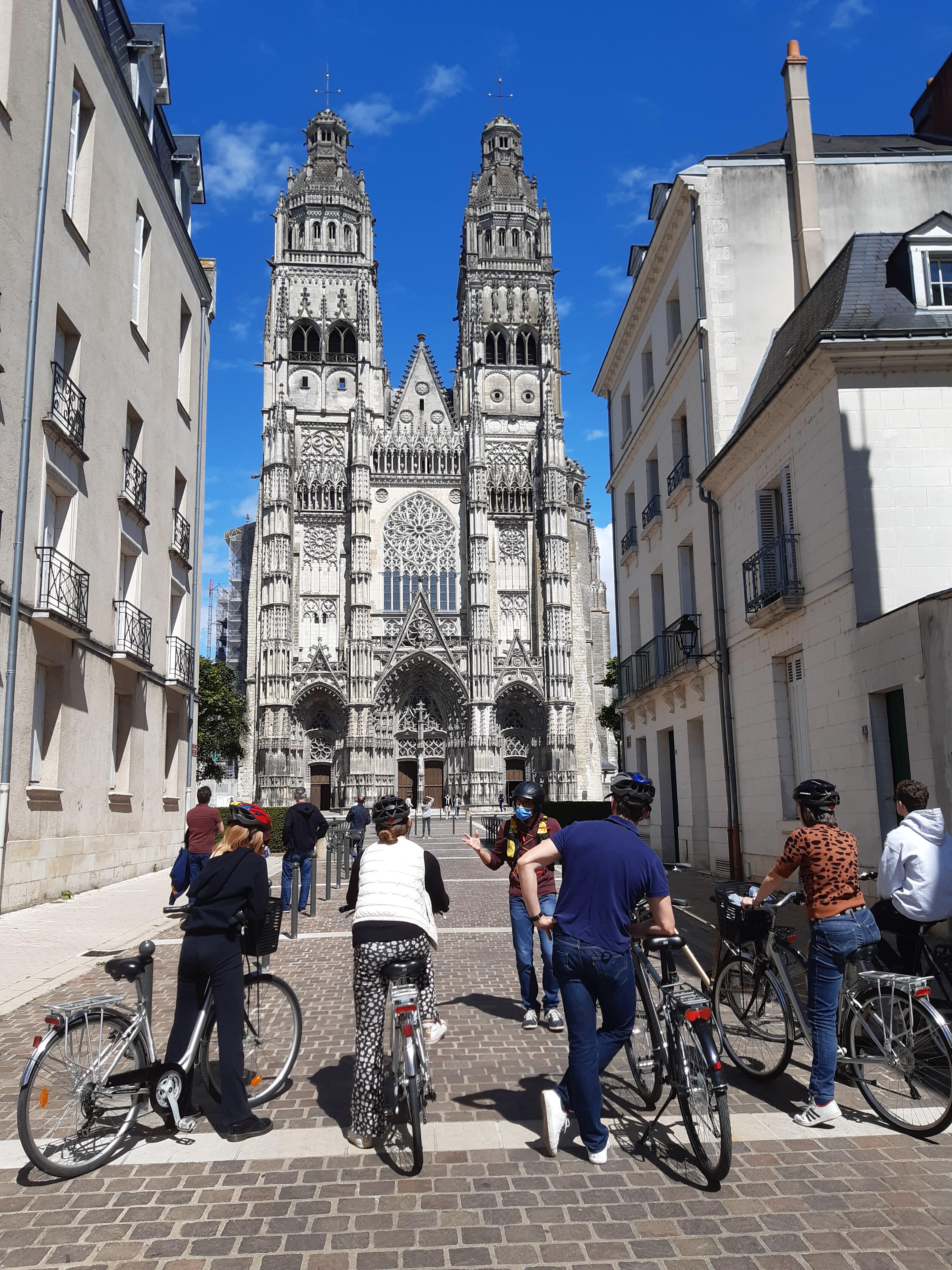Bike Tours in English, bike included.