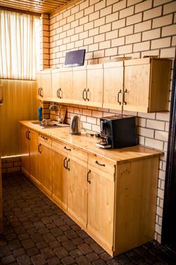 Кухонные шкафы с посудой