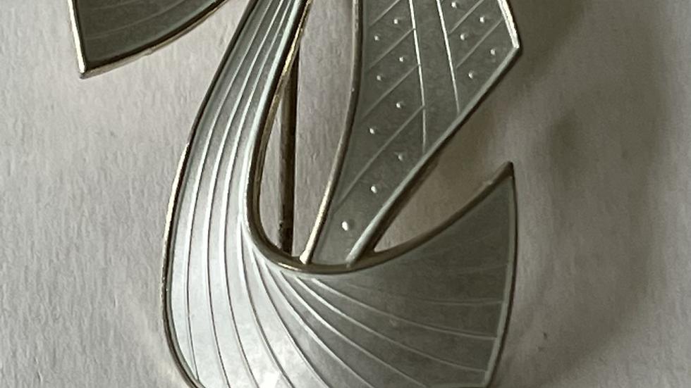 Ivar Holth brosje i sølv og emalje