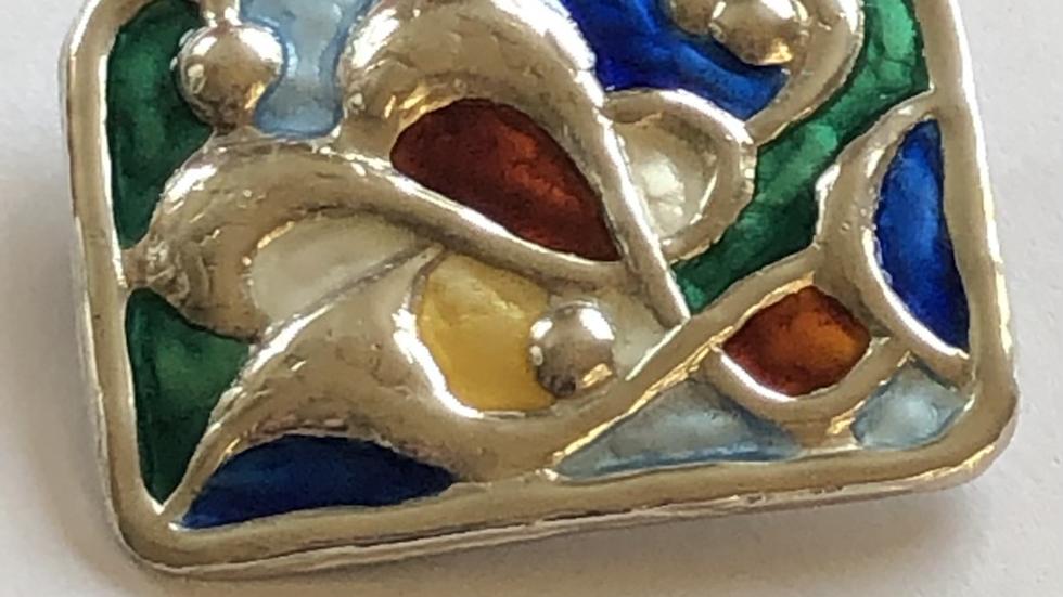 Brosje i sølv og emalje