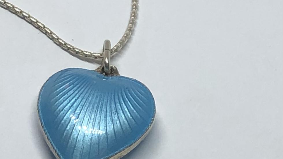 Lubbent hjerte i sølv og emalje