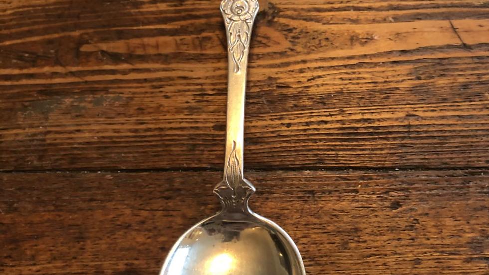 Liten spiseskje i Flat rose i sølv
