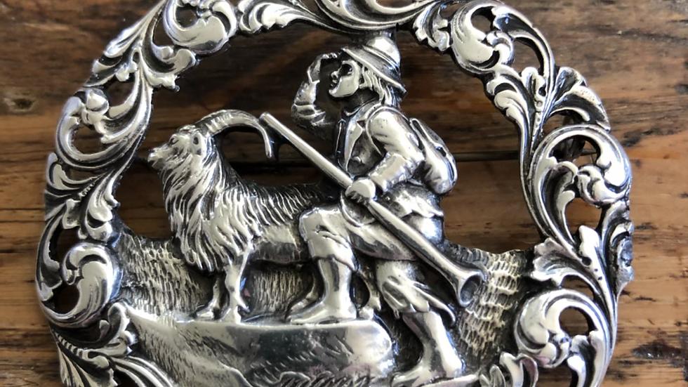 Stor brosje i sølv