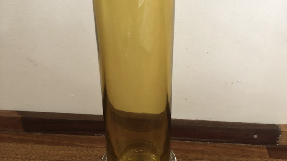 Lekker vase i gyllen farge