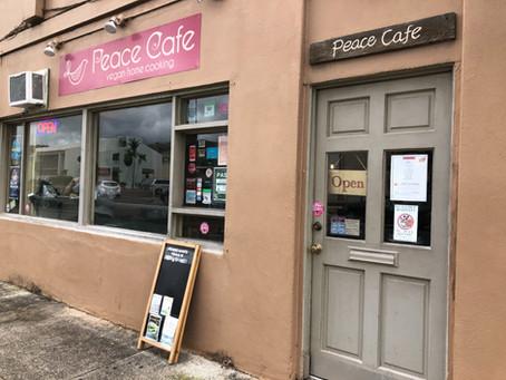ロコに大人気の店、ピースカフェ