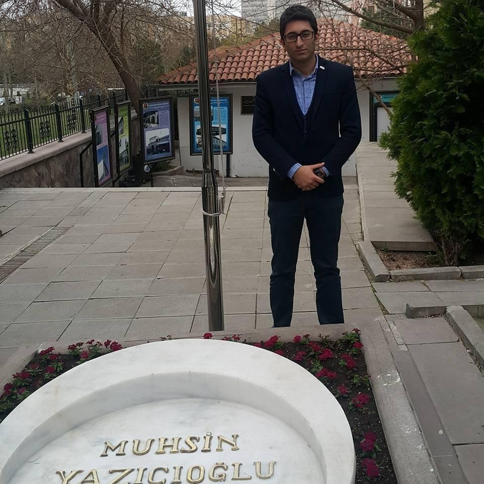 Muhsin Yazıcıoğlu Kabri / Ankara Tacettin Dergahı / Emir Faruk Uzunpınar