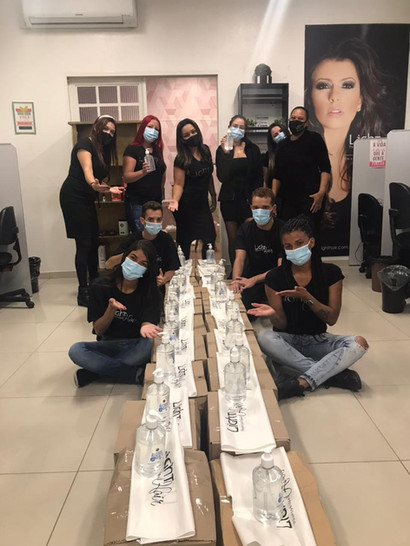 Equipe Light Hair com doação