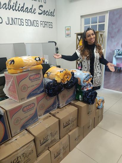 Doação de cobertores e cestas