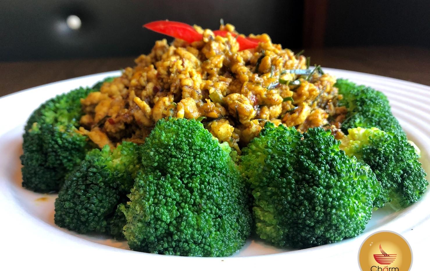 Chicken Thai Boxing (Khua Kling)
