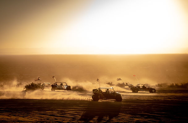 off-road-cars-at-the-glamis-sand-dunes_t