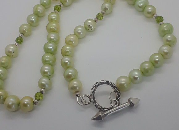 Pearls and Peridot necklace