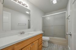 Full Bathroom_DSC_0655
