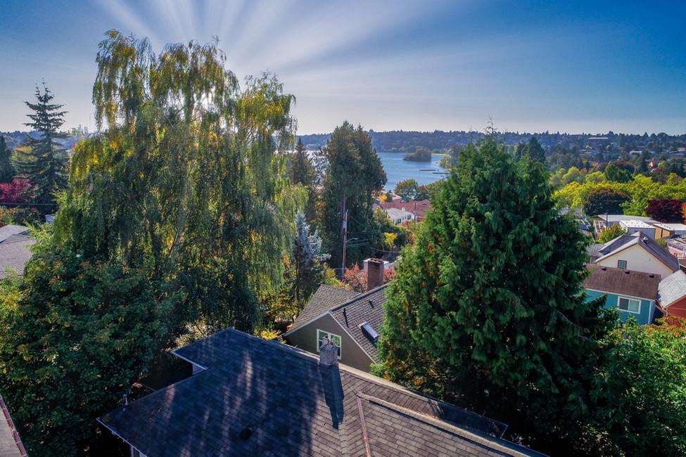Seattle Skyline_Blue Sky_Sunrays real es