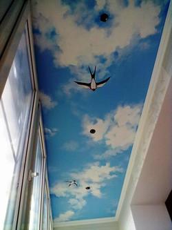 ласточки на балконе