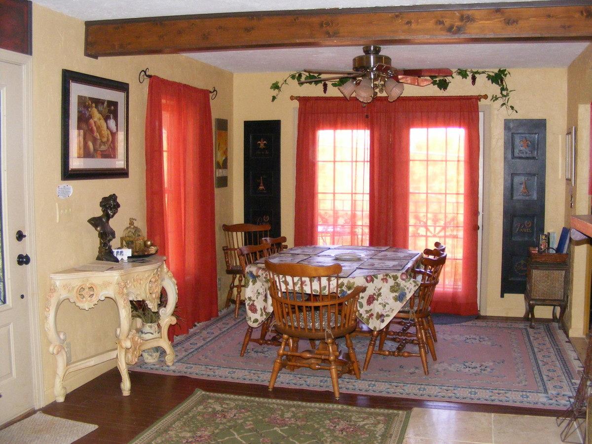 Manoir Dining Room