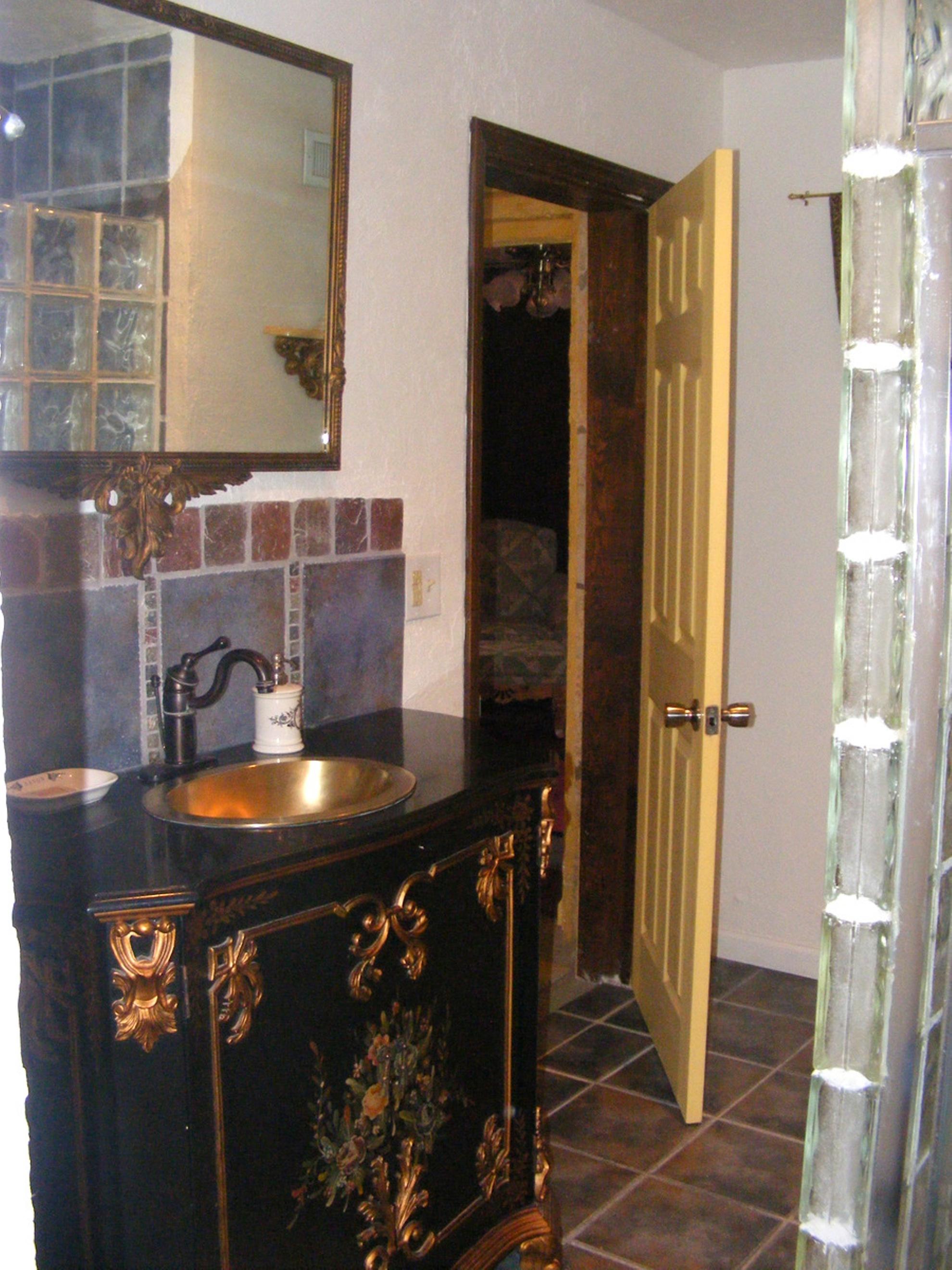 Manoir Bathroom 2