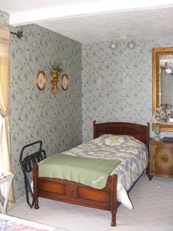 Manoir Bedroom #2 twin bed