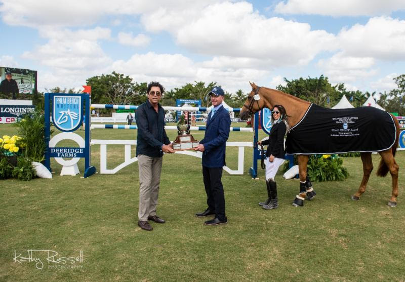 """MICHAEL MELLER (LEFT) AND CHARLIE JACOBS (RIGHT) PRESENTED THE """"DOC"""" SPIRIT AWARD TO LIZZIEMARY, OWNED BY THE GOLDEN GROUP AND DANIELLE GOLDSTEIN, AT THE PALM BEACH MASTERS. PHOTO: KATHY RUSSELL PHOTOGRAPHY"""