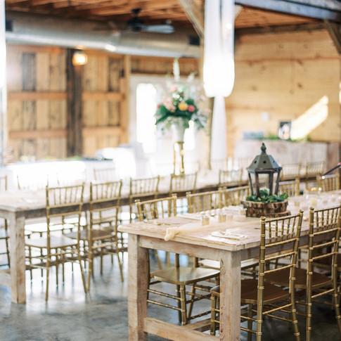 Decor & Farmhouse Tables