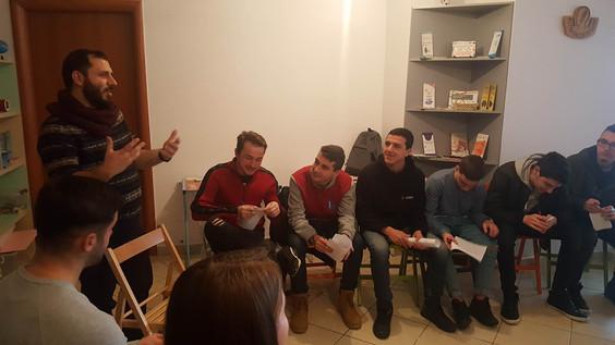 Klubi i të rinjve: Kreativitet, energji dhe ide të reja