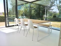 eiken designtafel hero met wit stalen fr