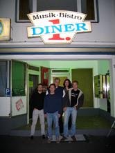 Gruppenphoto vor 1.Diner 2.JPG