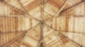 drewniany strop