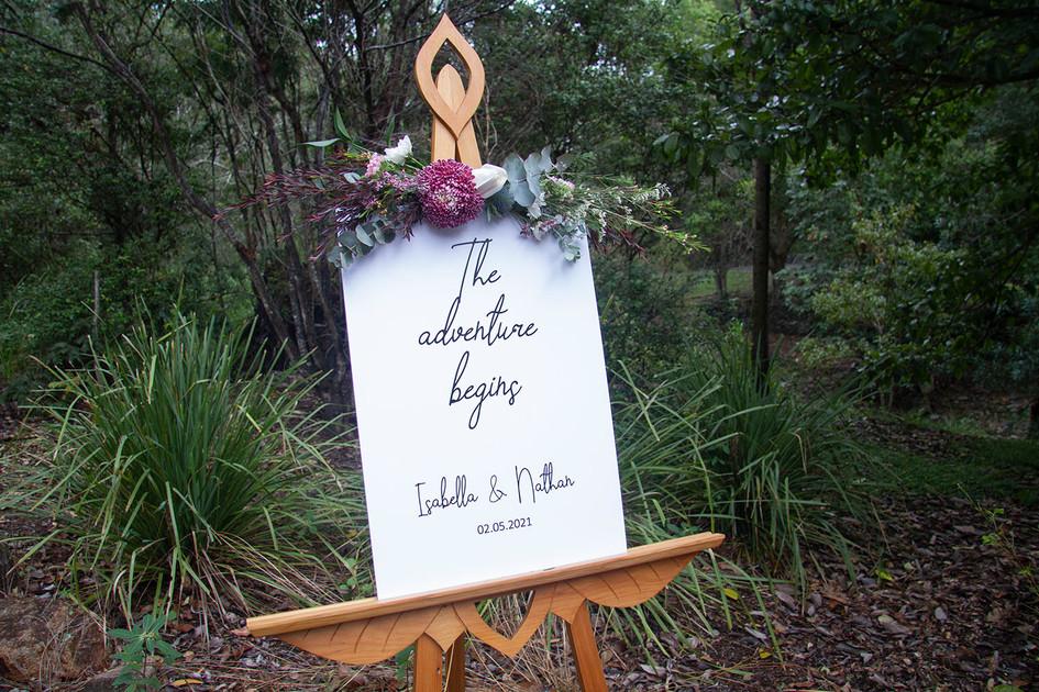 Bush_Weddng Handmade Leafy Design Welcome Easel