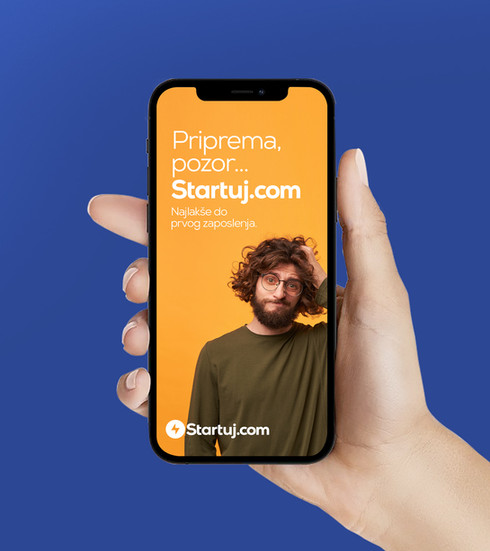 Startuj_phone.jpg