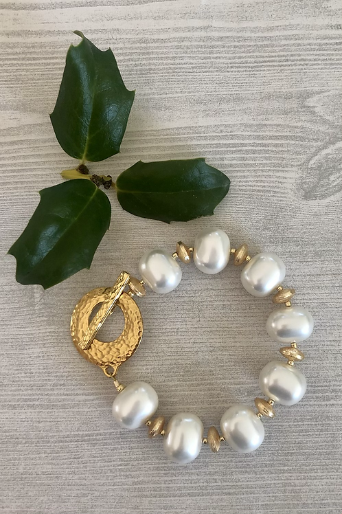 Shell Pearl and Gold Bracelet