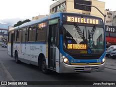 [VÍDEO]Passageiros da Linha 383 sofrem com falta de acessibilidade nos ônibus