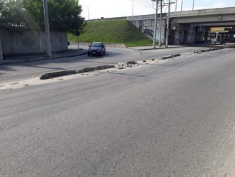 Parece replay: blocos de concreto na saída da Transolímpica em Sulacap são novamente vandalizados