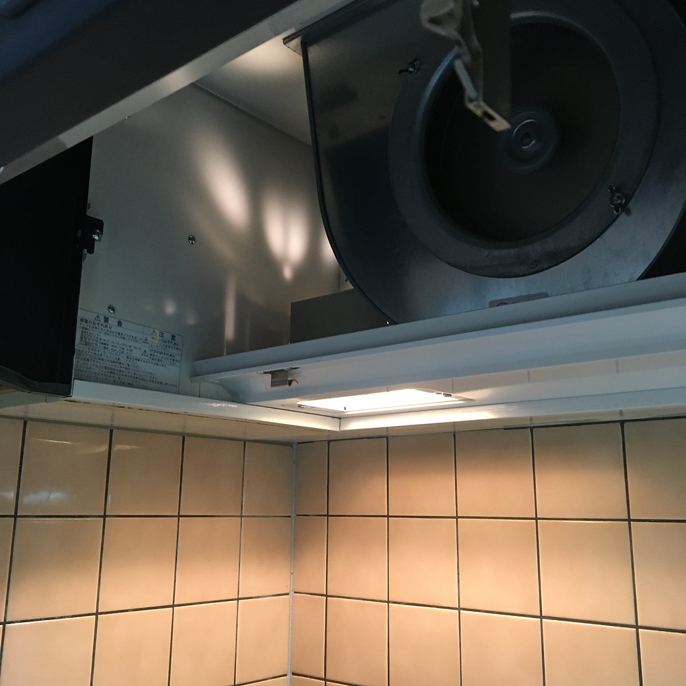 換気扇の掃除は家庭では難しく時間がかかってしまいます