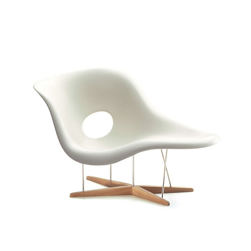 VITRA MUSEUM / EAMES CHAIR