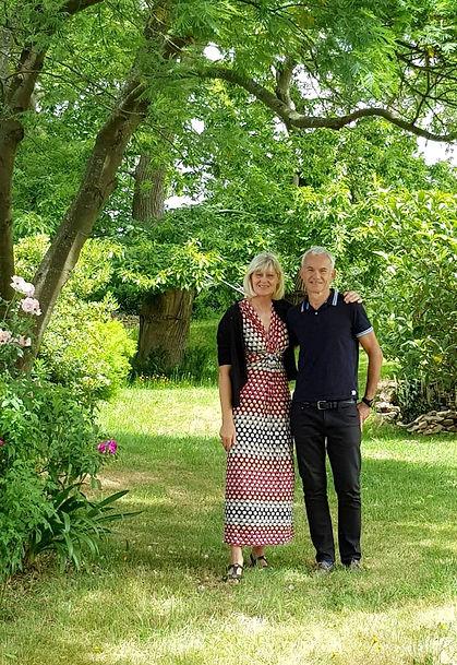 Monika et Frédéric, hôtes des Jardins de Naveos dans le Morbihan